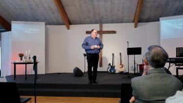 Præst i Frikirken i Multihuset Raymond Marquard bød velkommen