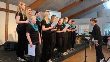 Gl. Haderslev Kirkes ungdomskor ledes af Judith Kristesen
